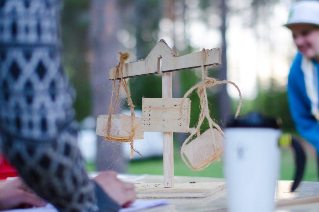 Vaa'assa punnittiin vartioiden aamusta asti matkassa olleet Kekkonen- ja Suomi-kananmunat