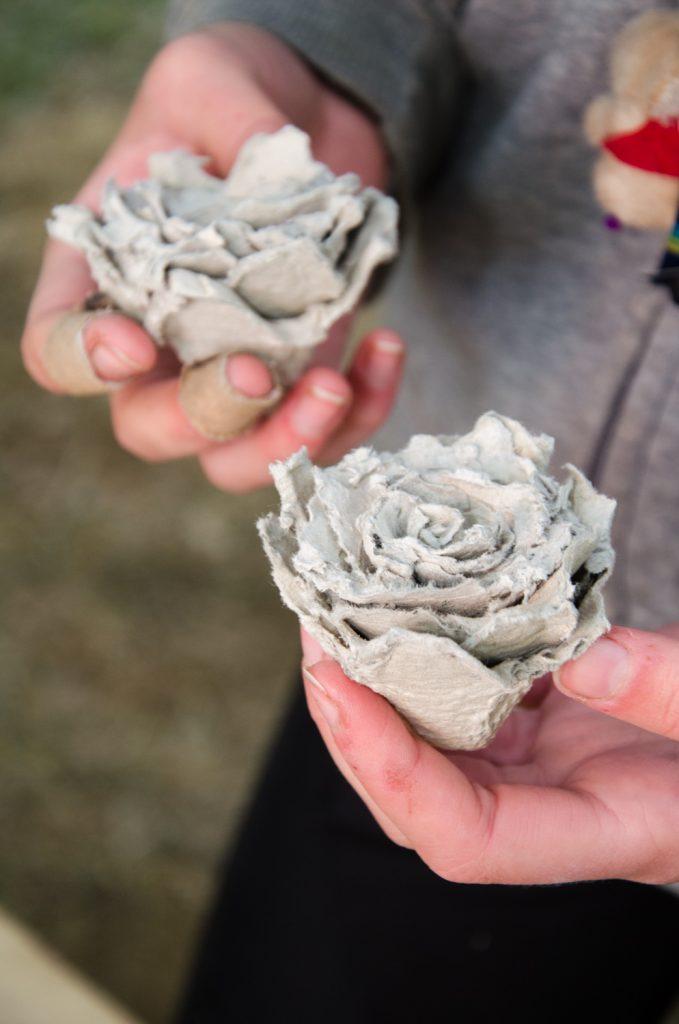 Sytyke ruusujen valmistaminen munakennoista