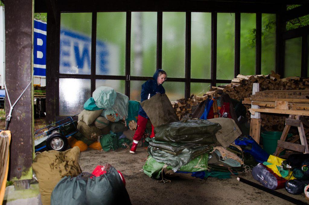 Teltta- ja varusvaraston siirtäminen